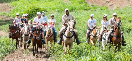horse-riding-in-la-hacienda